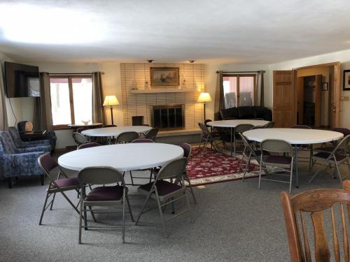 Living Rm with tables3